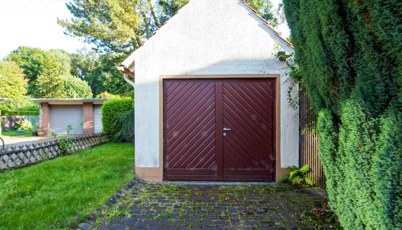 11027 Garage