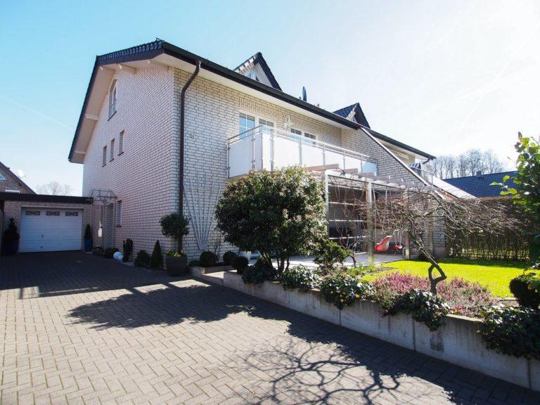 Niedrig-Energie-Standard! 1 oder 2 Familienhaus! Top gepflegte DHH in Steinhagen!