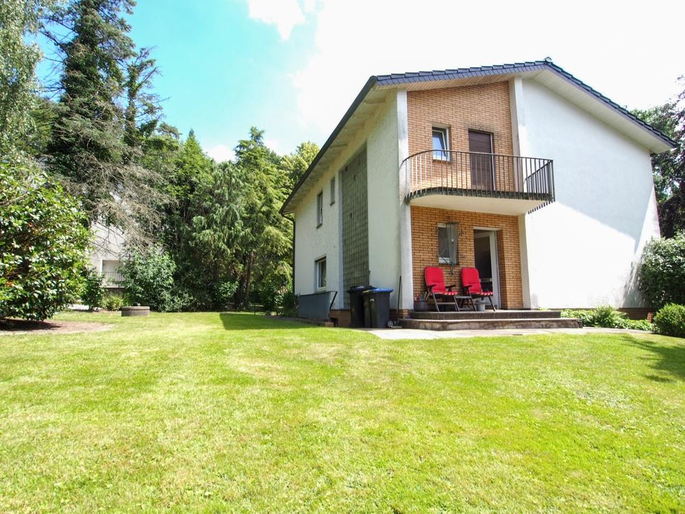 Großzügiges Wohnhaus in familienfreundlicher Lage und großem Garten.